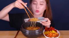 韩国美女小姐姐,吃超大章鱼花样太多,网友-真