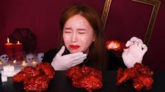 """韩国美女挑战""""变态辣""""炸鸡腿,哭着吃了三个"""