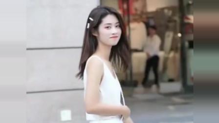 成都街拍,像这种清爽干净的女生,估计只有校园时代才会遇到吧!