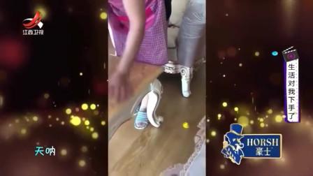 家庭幽默录像:母亲打扫卫生时,女儿跟她开了一个小玩笑:真是个小