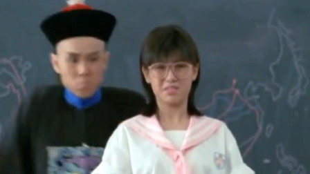 开心鬼:女老师正惩罚学生,被开心鬼阻拦恶搞