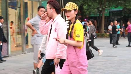 街拍:自信与笑容,绝对是三里屯美女们最吸引