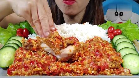 吃播:韩国美女吃货试吃剁椒大鸡腿,直接用手