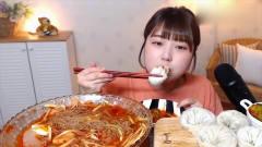 吃播:美女吃大碗酸甜冷面,汤头清凉酸甜,还