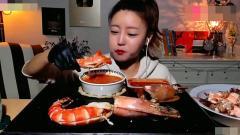 吃播大胃王, 韩国美女辣妹子吃大王虾, 戴手套蘸