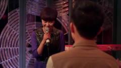 美女自愿到酒吧唱歌,趁机和老板提请求,想要