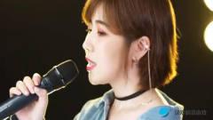 美女翻唱一首粤语经典《爱的故事》,唯美好听