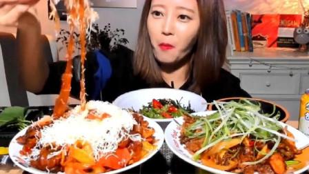 韩国大胃王美女来吃播了,吃辣炒肥肠粉条、炒