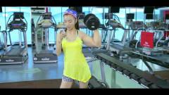美女健身玩自拍,于莎莎秒变大力水手,太猛了