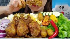吃播:韩国美女吃货试吃咖喱鸡腿饭,一口气啃