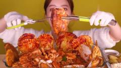 吃播:韩国美女吃货试吃香辣海鲜盛宴,扇贝,