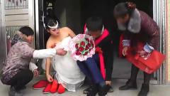 大山里的新娘出嫁,以前在酒吧打工,婚纱很豪
