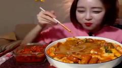 大胃王:韩国美女吃一大碗中国宽面,连连称赞