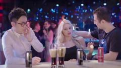 大鹏酒吧和猛男抢美女,哪知不小心找到真爱,