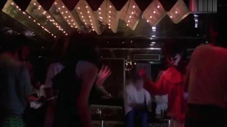 小伙和美女酒吧约会,关键时刻却紧张得语无伦