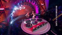 笑傲江湖:美女上演另类钢管舞,这表演形式可