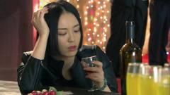 红箭:美女深夜喝醉在酒吧,这下可有好戏看了