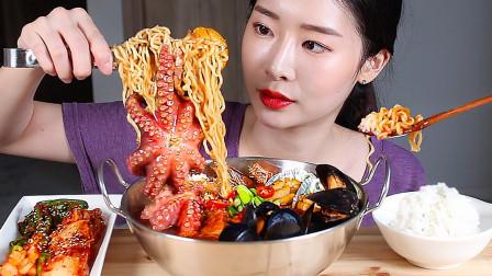 韩国美女吃泡面,这哪里是泡面就是海鲜餐!