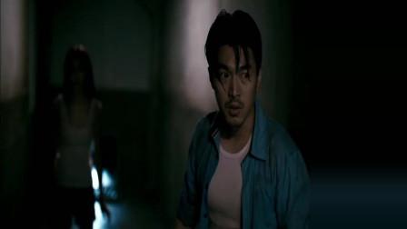 小伙带美女逃出密室, 不料游戏还没结束, 又进入