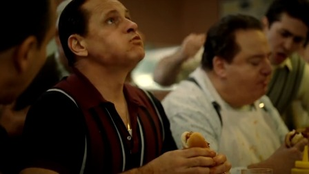 两人比赛吃热狗,朋友鼓励的一句话,却成为90后激励自己的名言