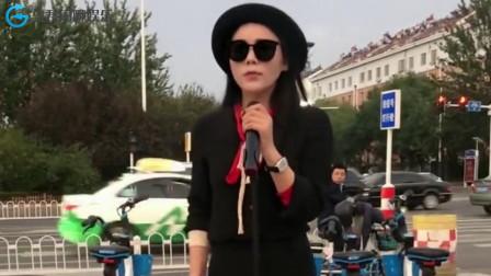 美女站在街头翻唱《没有喝够》,一开腔吸引了