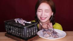 韩国美女极限挑战,为了满足粉丝直播吃青蛙,