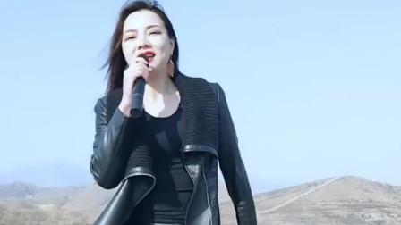 美女翻唱一首刀郎的《西海情歌》嗓音浑厚真好