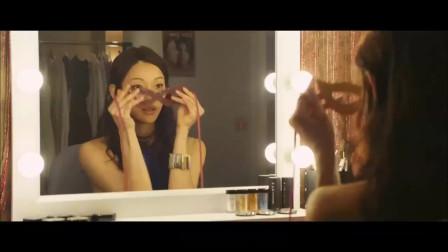电影马上就要开拍,美女演员独自在室内,跳钢
