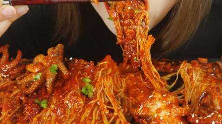 韩国美女极限挑战,吃爆辣金针菇加小章鱼,一