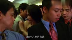男子早高峰坐电梯,挤得美女很不舒服。结局引