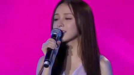 美女翻唱《飞云之下》,一开嗓不输一线歌手,