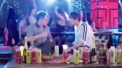 屌丝男士:大鹏在酒吧勾搭美女,却被同伴嘲讽