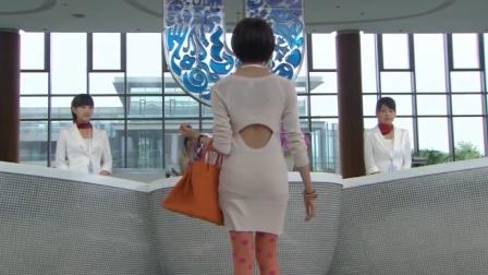 美女第一天上班,白色短裙配上粉红丝袜,公司