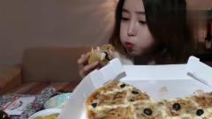韩国吃播美女吃水果披萨,大口吃得有滋有味,