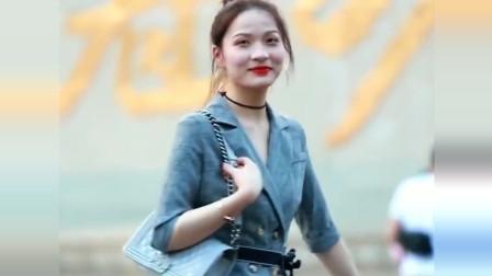 重庆街拍的美女,这身旗袍太显身材了,这气质