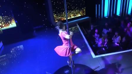 山东女子热爱跳舞,现场表演钢管舞,观众都被