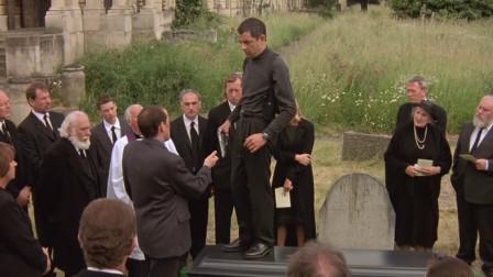 憨豆先生追盗皇冠的人,结果误入墓地发生的糗