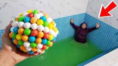 国外老头制作超大泡泡糖恶搞妻子,反倒被妻子
