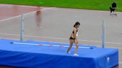 女子跳高:清純性感的美女運動員,這一跳有點
