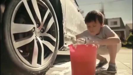 创意广告:小鬼用钢丝球洗车,这个意外你爹疯