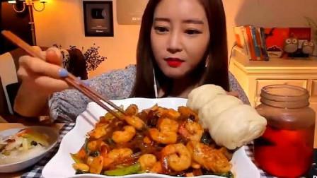 韩国大胃王美女来吃播了,吃麻辣宽粉配花卷,