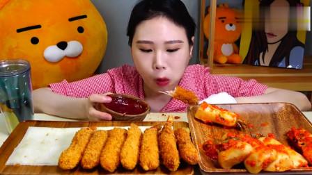 韩国美女女美食随心吃吃美味鸡块