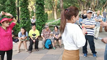 街头艺人三公主妙妙演唱《朋友的酒》,劲歌热