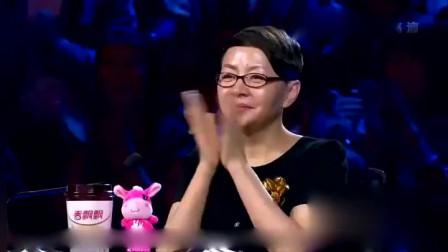 笑傲江湖:钢管舞团队花样表演,打破人类传统