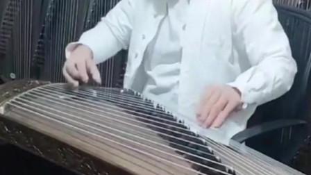 古筝小哥弹奏《半壶纱》,与古典音乐的融合