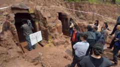 南京出土一座古墓,考古隊挖到一半,墓主后人