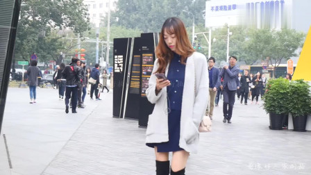 街拍:这姑娘脚上的鞋子我要了,我一定穿出1米