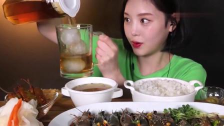 吃播:韩国美女吃货试吃酱油腌虎虾,用海苔包