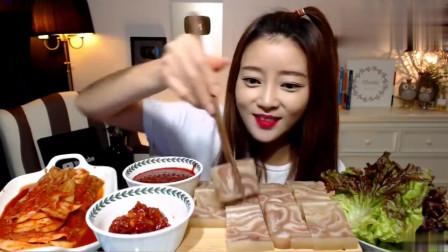 韩国大胃王美女来吃播了,吃猪皮冻子配昌南酱