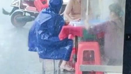 搞笑视频:能让你风雨无阻的事情,肯定不是爱